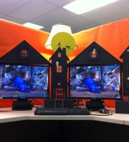 Halloween-office-decorations-desk